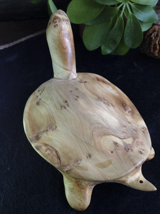 崖柏老料随形木雕海龟