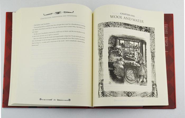 游奇境记》,遇到了一个讲述爱丽丝的小女孩稀在一个名叫女生图书馆图片